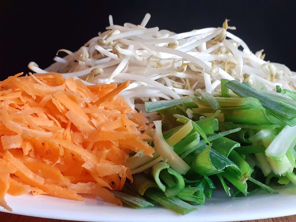 Prepared Vegetables Bean Sprouts, Green Onions, Carrots