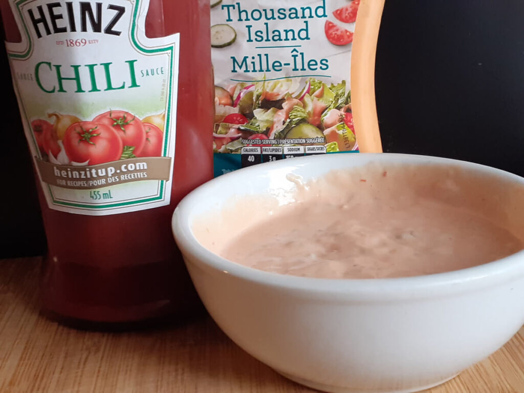 Mozza Sauce with Chili Sauce and Dressing